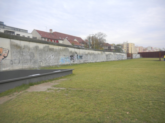 the berlin wall, tourist section of the berlin wall