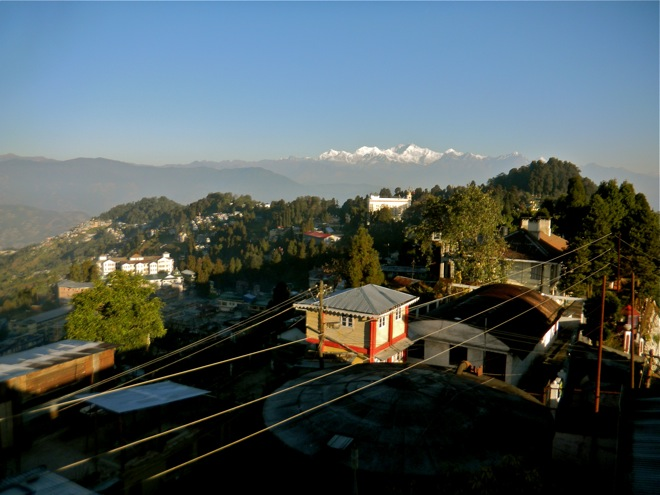 darjeeling, himalayan backdrop picture
