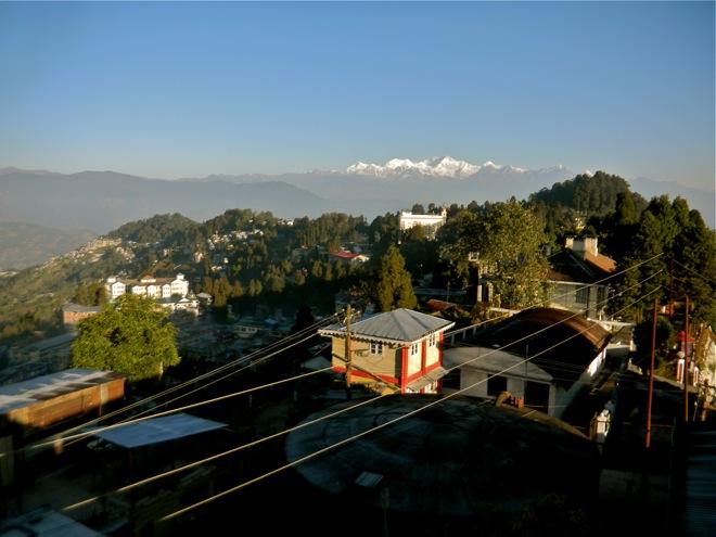darjeeling, himalayan backdrop picture